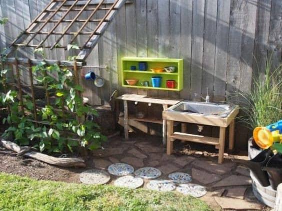 Children's gardening station
