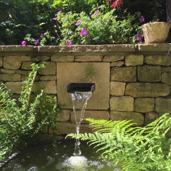 Crack on the wall garden fountain style
