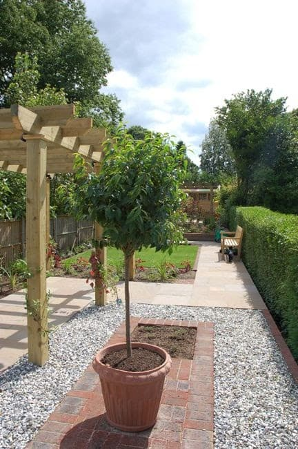 A small pergola that adds shade in a minimalist garden