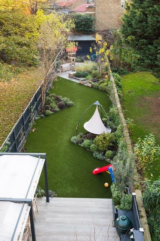 Zig-zag shaped long, narrow garden