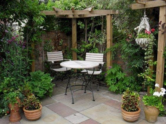 Corner pergola with simple table