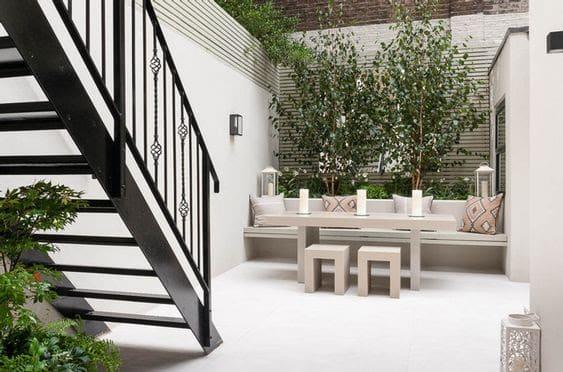 Minimalist modern backyard