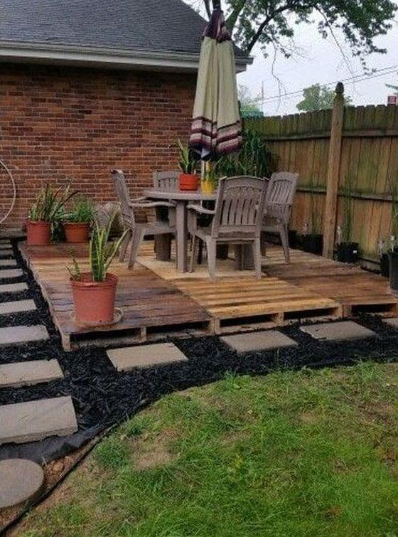 DIY wood pallet deck