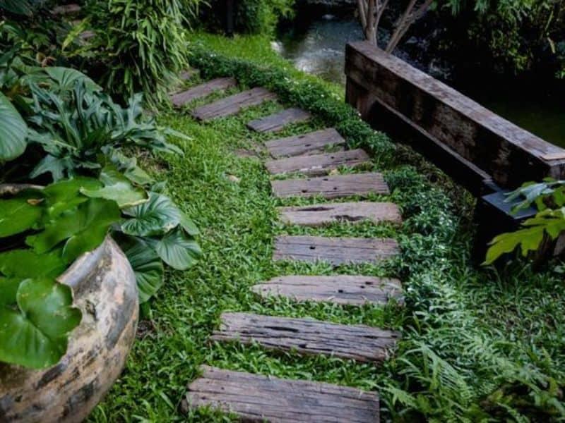 wooden pallet steps in a garden