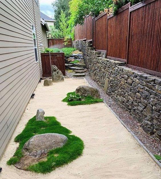 A sandy backyard imitating the essence of the sea