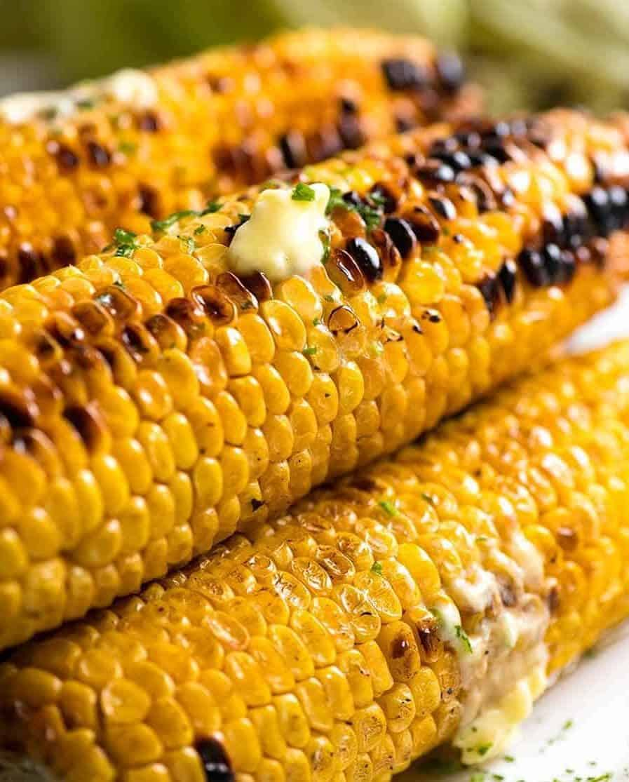 Grilled sweet corns with melted butter