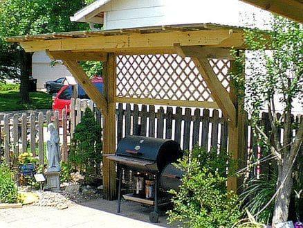 Side pergola housing for BBQ