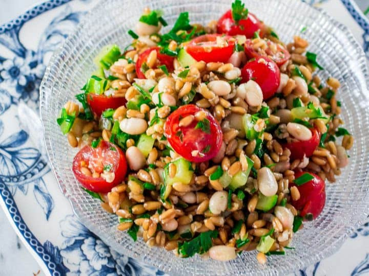 Spelt salad with some haricot beans, cherry tomatoes and cucumber