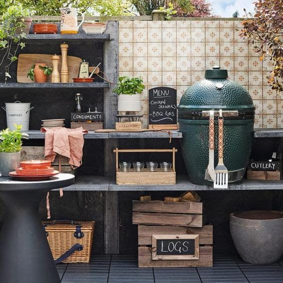 Small outdoor kitchen with a classic and retro vibes