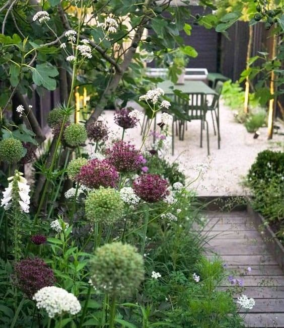 Slim garden with deck and flowers