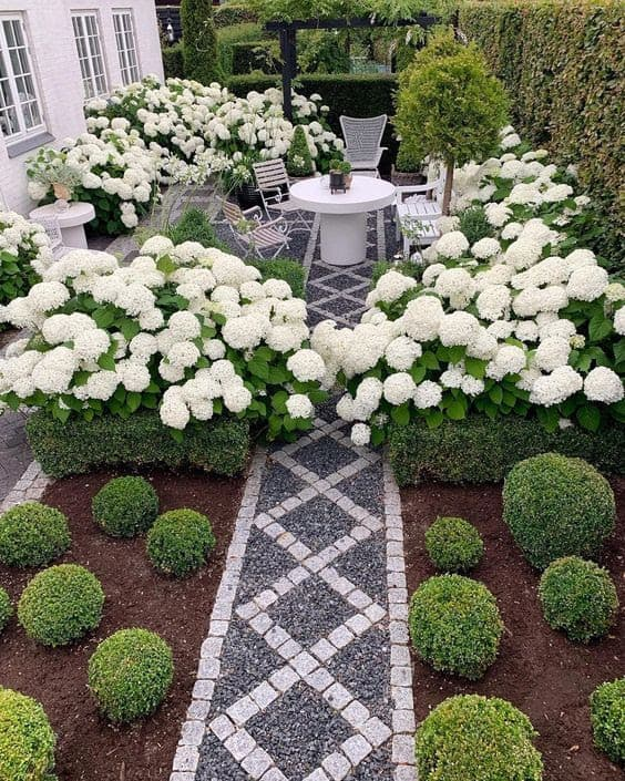 Heavenly arranged garden