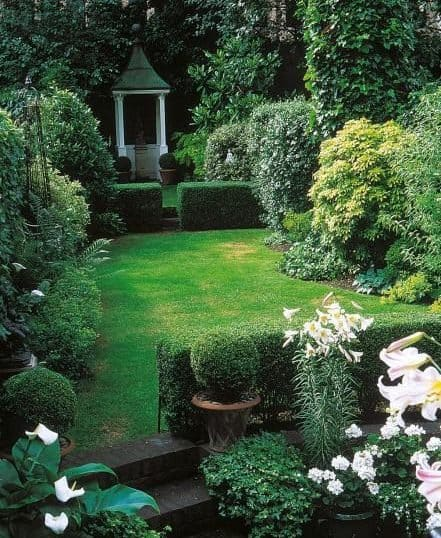 Multi-level rectangular garden with some steps