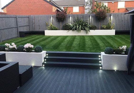 Black and white two-level garden