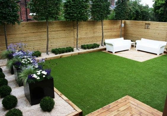 Small rectangular garden with couches