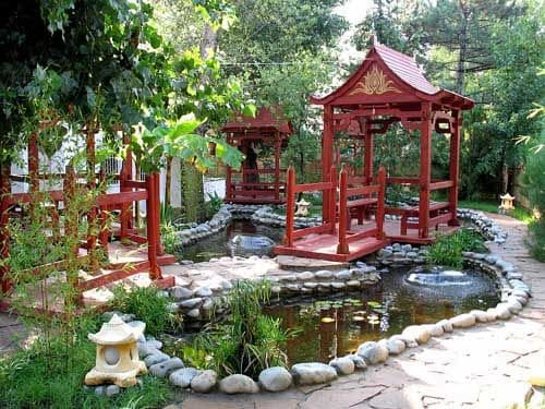 Chinese red pavilions with pond