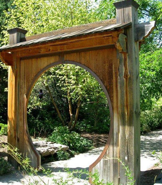 A simple single moon gate