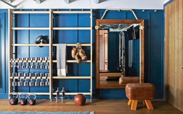 A simple and classic garage gym setup with contemporary furniture for stage
