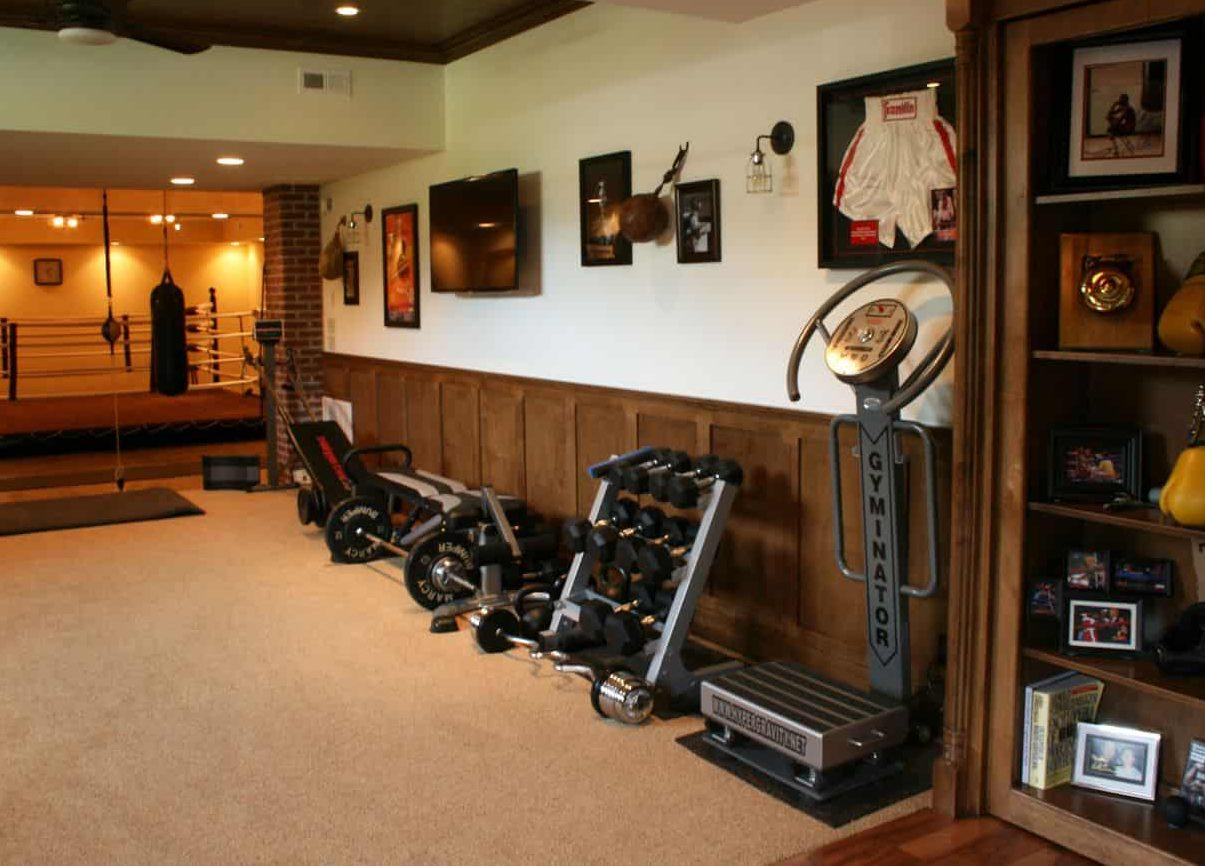 A retro look garden gym with wooden accents and vintage decors and equipment