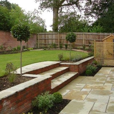 Slope turned two-level garden