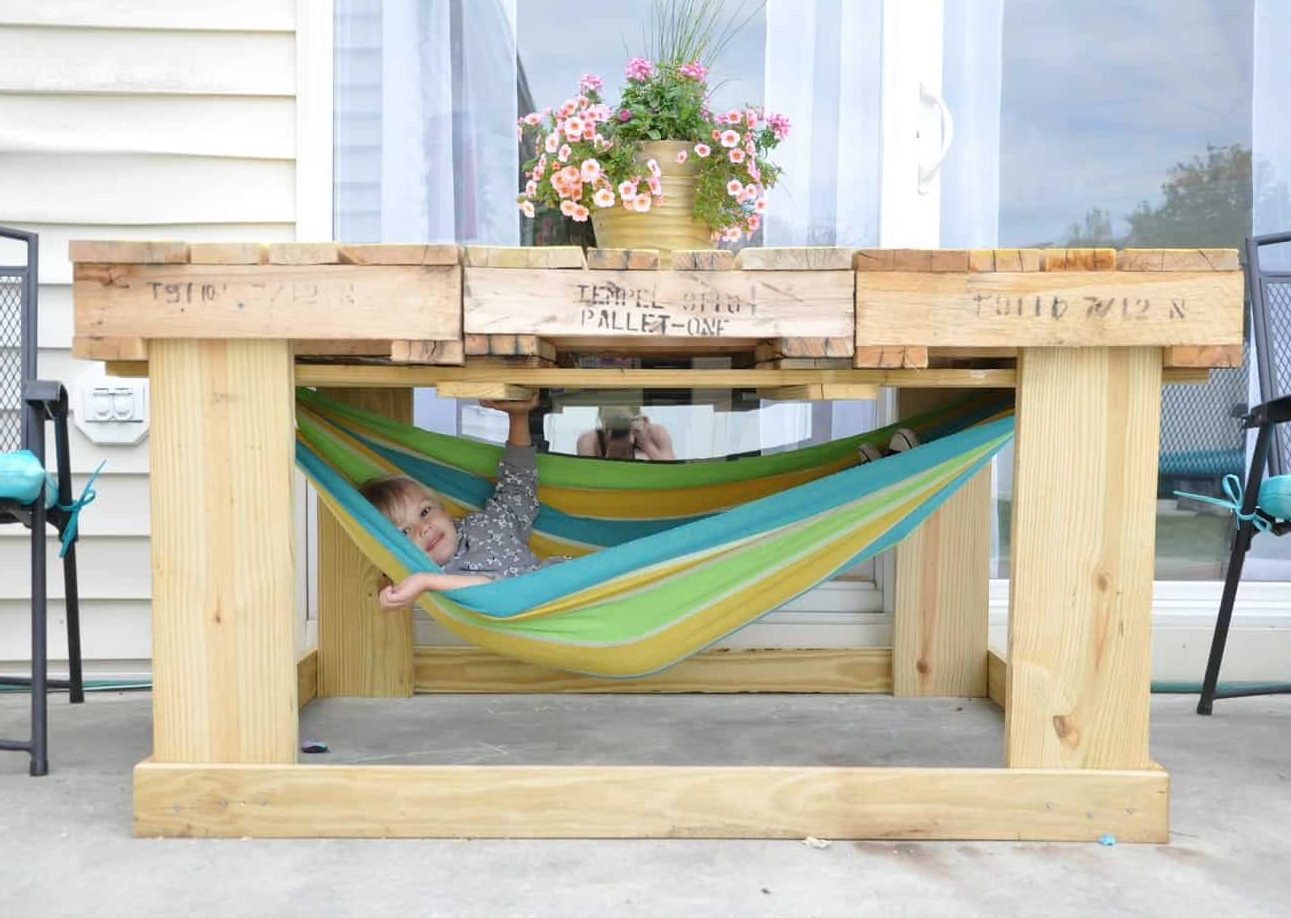 Pallet outdoor table with hammock underneath