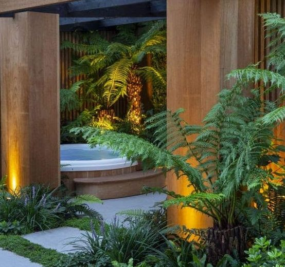Jacuzzi in the jungle for some relaxing baths surrounded by palm trees and exotic bushes