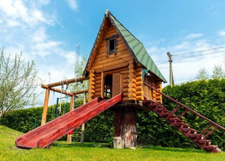 Rustic treehouse and play set in one