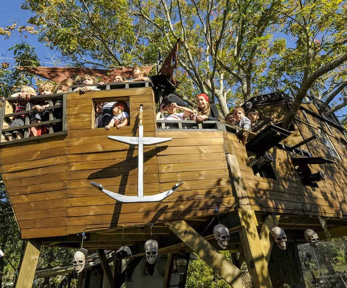 Pirates ship inspired treehouse for the kids