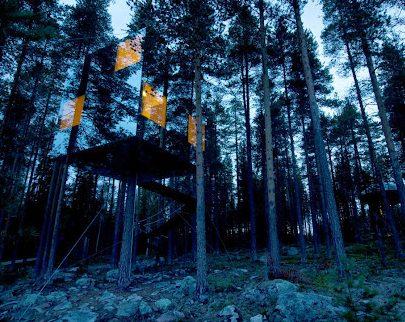 Mirrorcube treehouse with a sleek metallic design