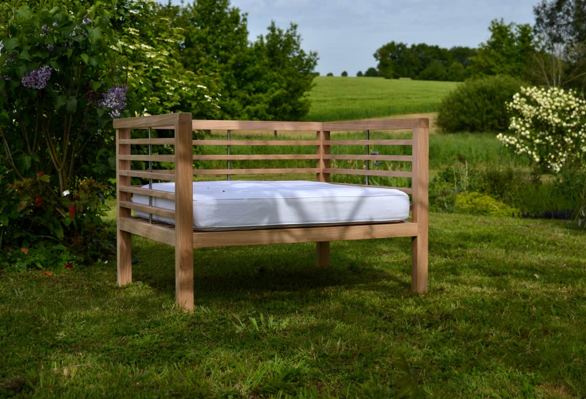 Day bed garden bed with mattress