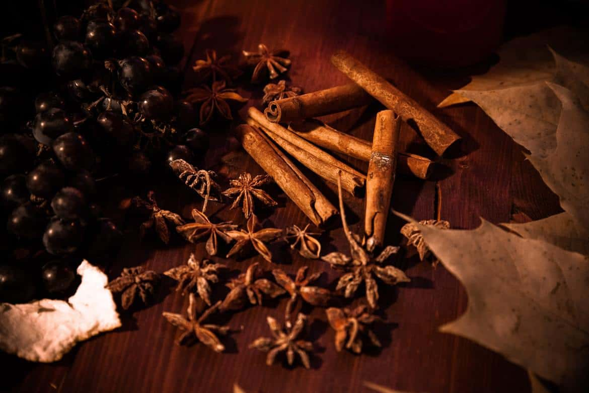 A bunch of cinnamon quills